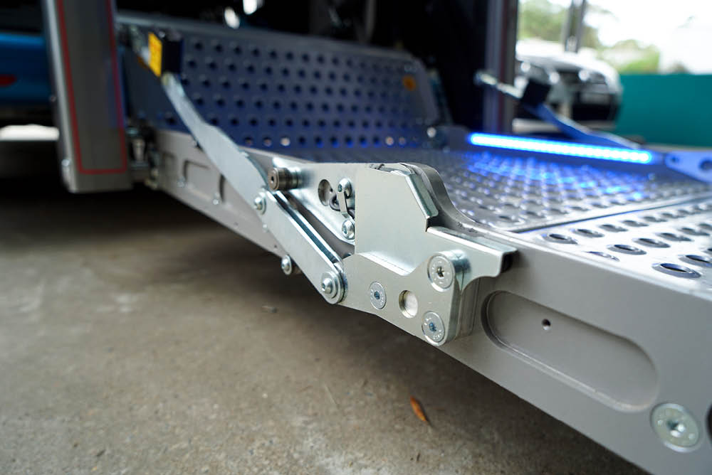 platform lift folding mechanism - side view